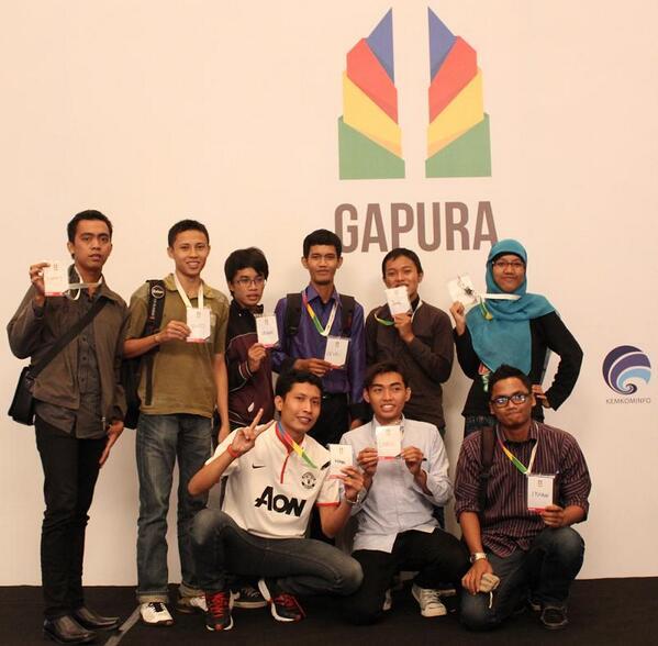 Foto bersama teman-teman Plat-M