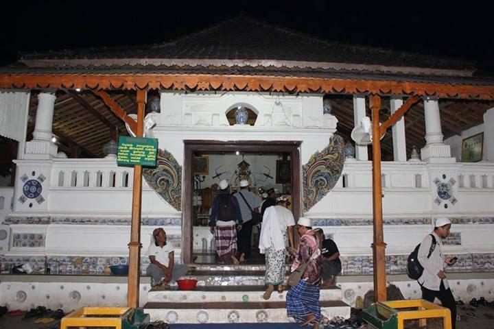Pintu masuk sunan Gunung Jati (Foto: R.Triyanto Saputra)