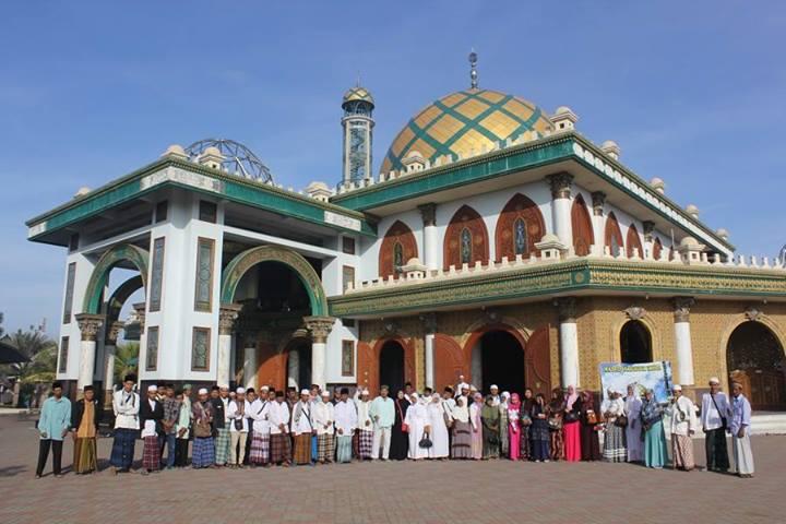 Foto bersama di Masjid Syaichona Cholil Bangkalan Madura