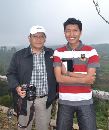 Bersama Pak Israwan. Guru TIK SMAN 4 Bangkalan yang sekaligus sahabat karib.
