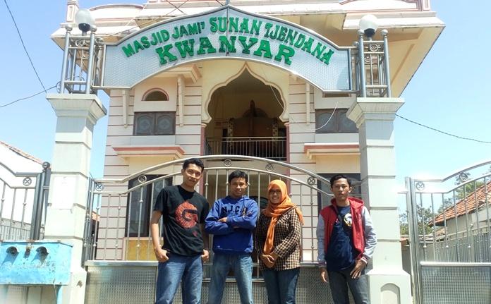 depan masjid cendana kwanyar