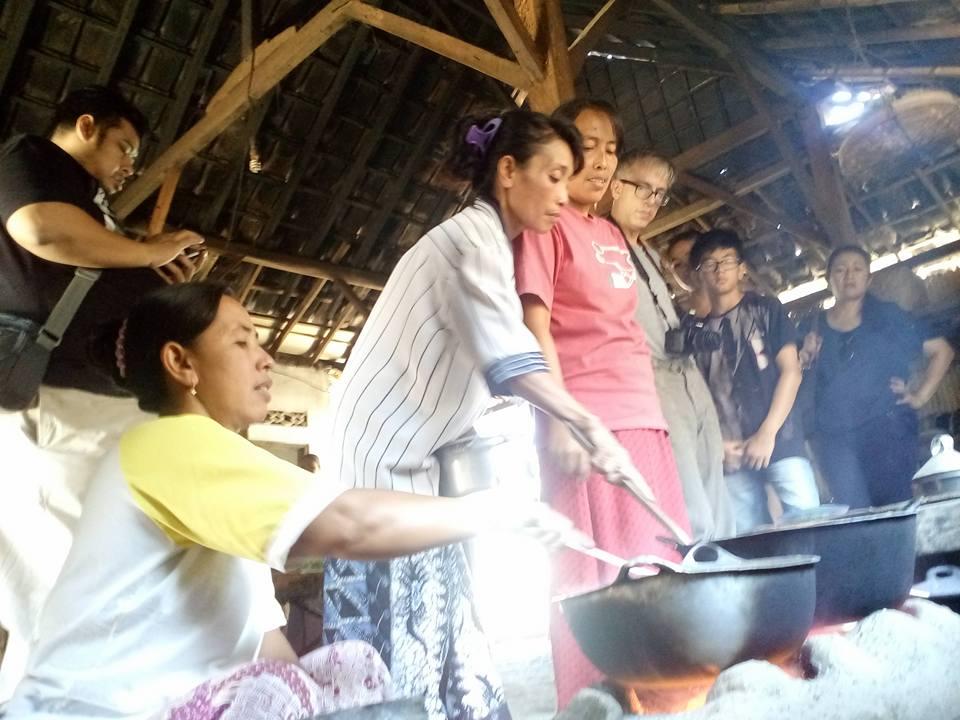 memasak di dapur vintage desa kebun bangkalan