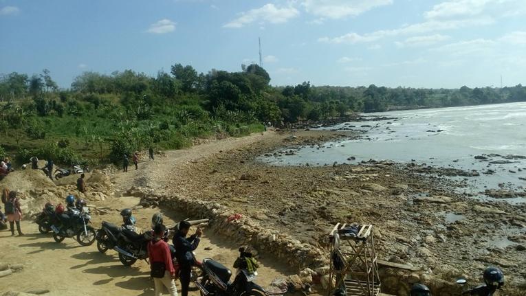 wahyualamcom - pantai di air terjun toroan sampang