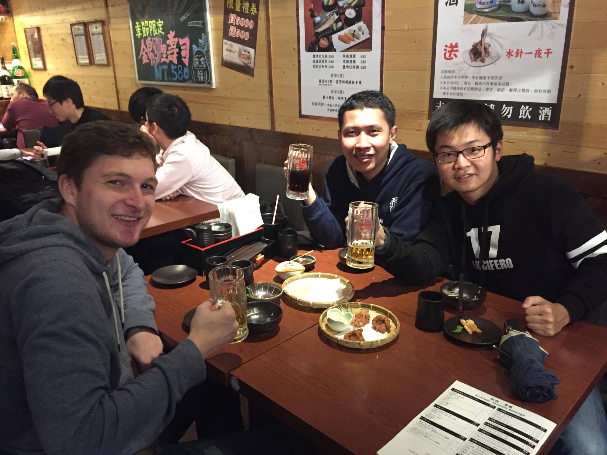 makan malam bersana Anson dan Mikel